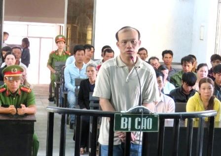 Ngồi tù vì chống trộm vịt bằng điện - ảnh 1