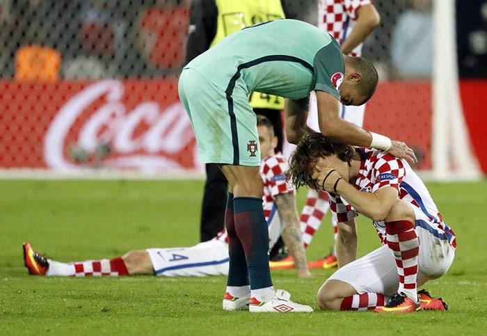 Luka Modric khóc nức nở, Ronaldo, Pepe chạy đến an ủi  - ảnh 4