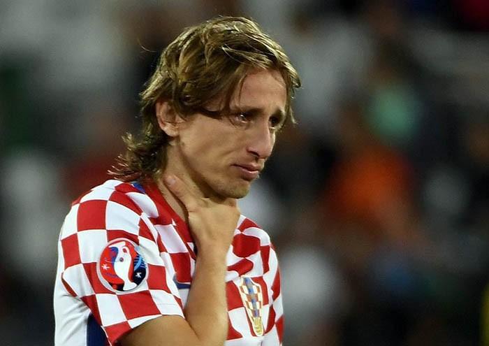 Luka Modric khóc nức nở, Ronaldo, Pepe chạy đến an ủi  - ảnh 1