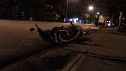Một người nước ngoài lái ô tô gây tai nạn rồi bỏ chạy - ảnh 1