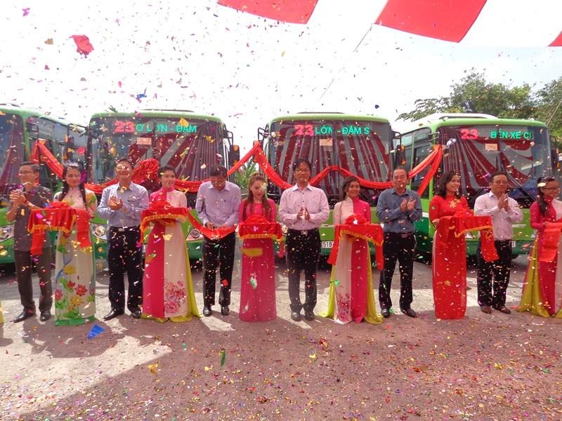 Xe buýt chuẩn đã về 18 thôn vườn trầu - ảnh 1