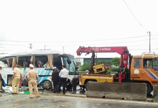 Xe khách đâm dải phân cách, 1 hành khách tử vong - ảnh 2