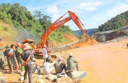 Tìm thấy thi thể nghi là nạn nhân mất tích trong sự cố sông Bung 2 - ảnh 1