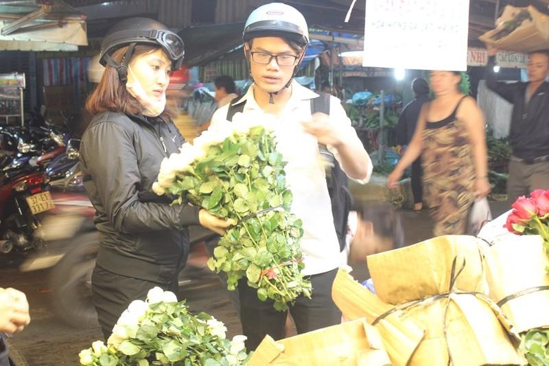 Trước ngày 8-3, chợ hoa Hồ Thị Kỷ có gì hấp dẫn? - ảnh 11