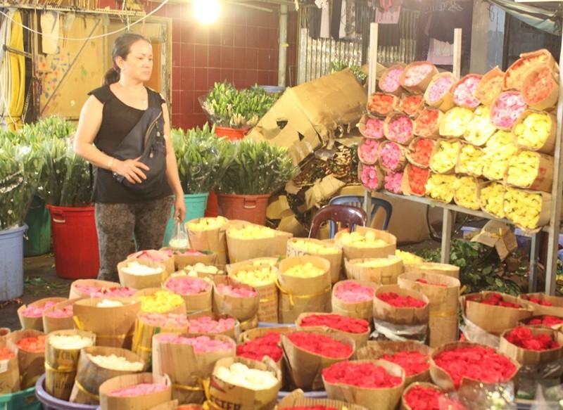 Trước ngày 8-3, chợ hoa Hồ Thị Kỷ có gì hấp dẫn? - ảnh 10