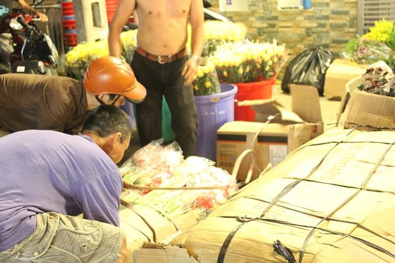 Trước ngày 8-3, chợ hoa Hồ Thị Kỷ có gì hấp dẫn? - ảnh 3