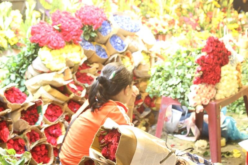 Trước ngày 8-3, chợ hoa Hồ Thị Kỷ có gì hấp dẫn? - ảnh 6