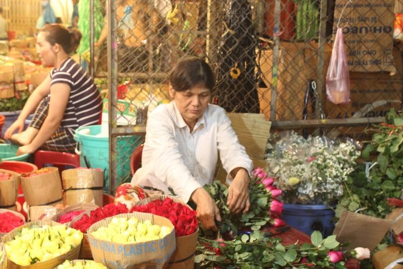 Trước ngày 8-3, chợ hoa Hồ Thị Kỷ có gì hấp dẫn? - ảnh 7