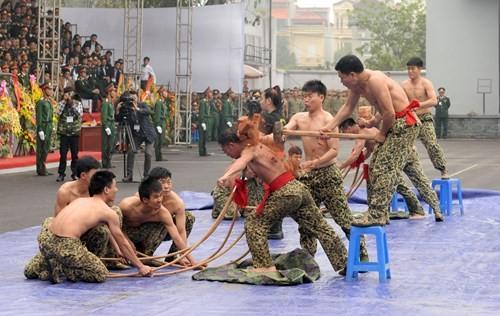 Màn trình diễn 'nghẹt thở' của các chiến sĩ đặc công - ảnh 10