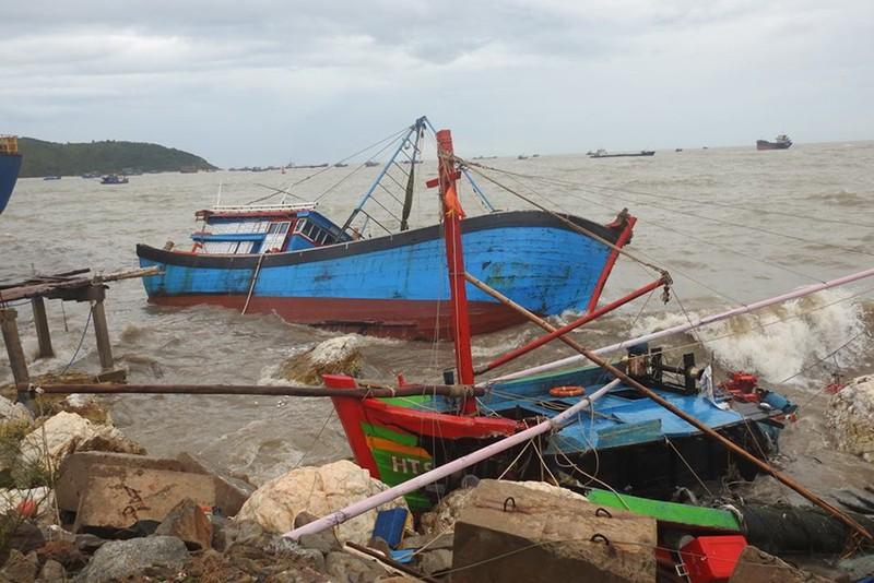 Bão gây thiệt hại khủng khiếp các tỉnh Bắc Trung bộ