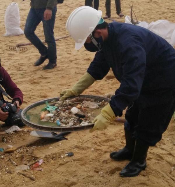 Thu gom 200 tấn rác tấp vào bờ biển Quảng Nam - ảnh 4