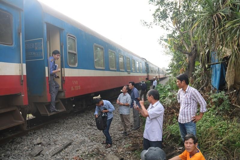 Va chạm tàu hỏa, xe tải 'đầu một nơi, mình một nẻo' - ảnh 6