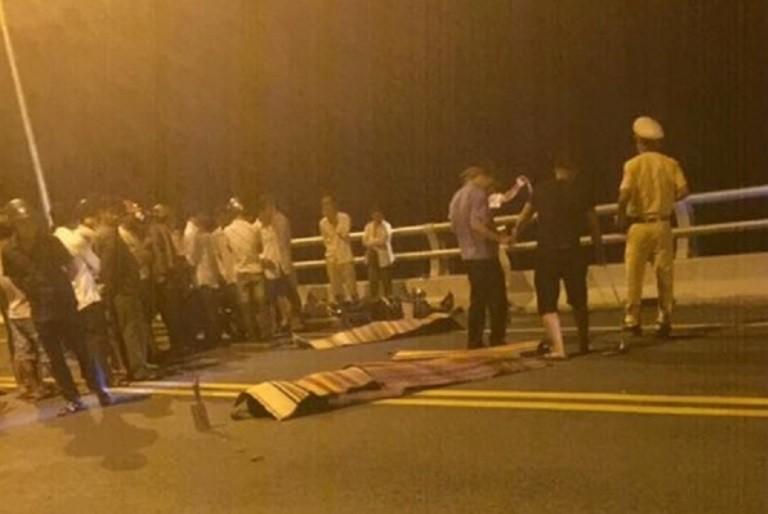 Xe máy đối đầu trên cầu Giao Thủy, 2 thanh niên tử vong - ảnh 1
