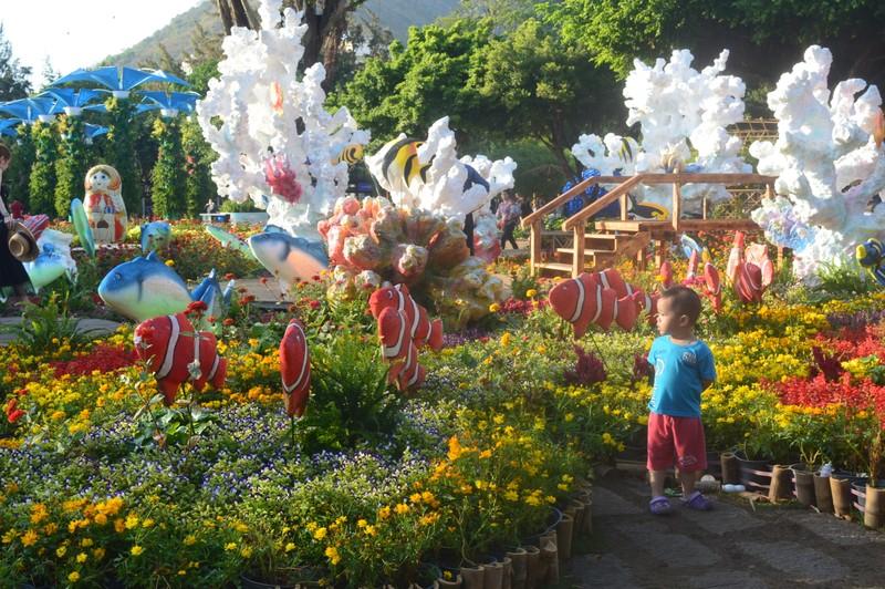 Hết Tết, Vũng Tàu vẫn thu hút đông người dân, du khách  - ảnh 1