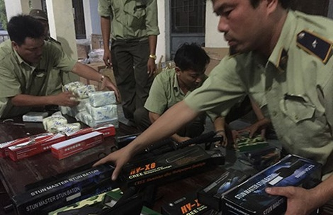 Audio: Liên tiếp bắt xe khách Hoàng Long chở súng điện - ảnh 1