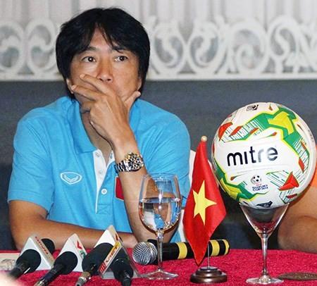Audio: HLV Miura một mình chống đỡ - ảnh 1