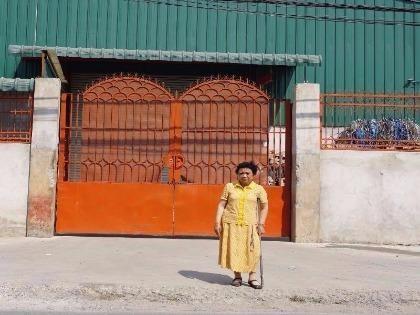 Bà Trần Thị Huệ nói bà xây nhà xưởng nhưng lại bị khởi tố xây nhà ở. Ảnh: N.NGA