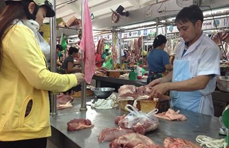 Đấu thầu bán thịt heo bình ổn giá dịp tết - ảnh 1