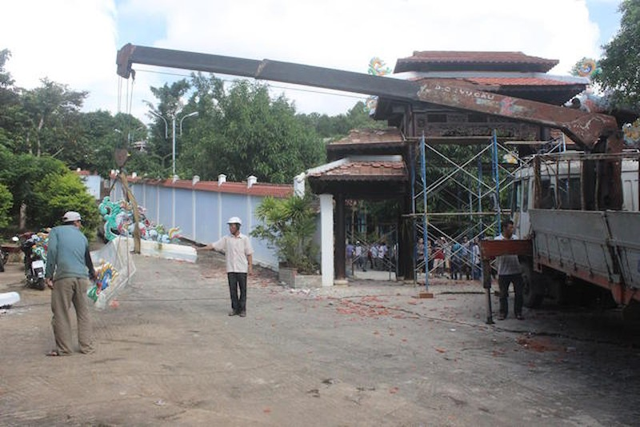 Đà Nẵng: Bắt đầu tháo dỡ biệt phủ 100 tỉ tại rừng Hải Vân - ảnh 2