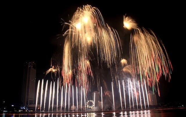 Đà Nẵng bắn pháo hoa trong đêm giao thừa tại bốn điểm - ảnh 2