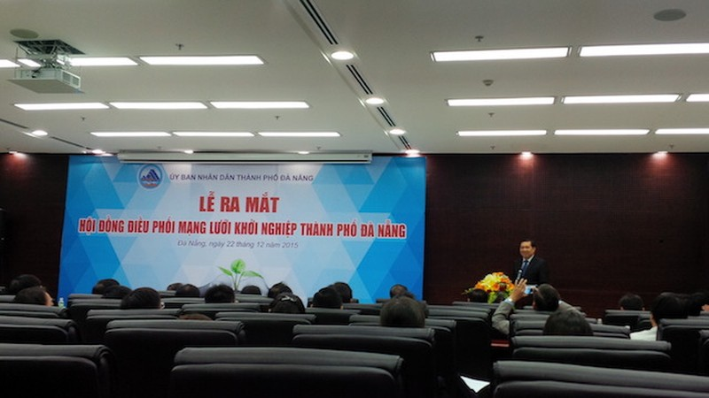 Chủ tịch UBND TP Đà Nẵng: 'Các bạn trẻ chỉ thích vào làm việc nhà nước'  - ảnh 1