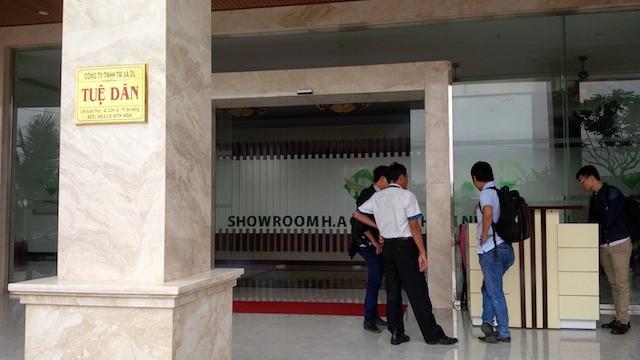 Bên trong showroom được cho là chỉ bán cho khách Trung Quốc có gì? - ảnh 3