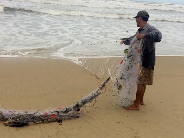 Ba ngư dân mất tích khi săn tôm hùm trên biển - ảnh 1