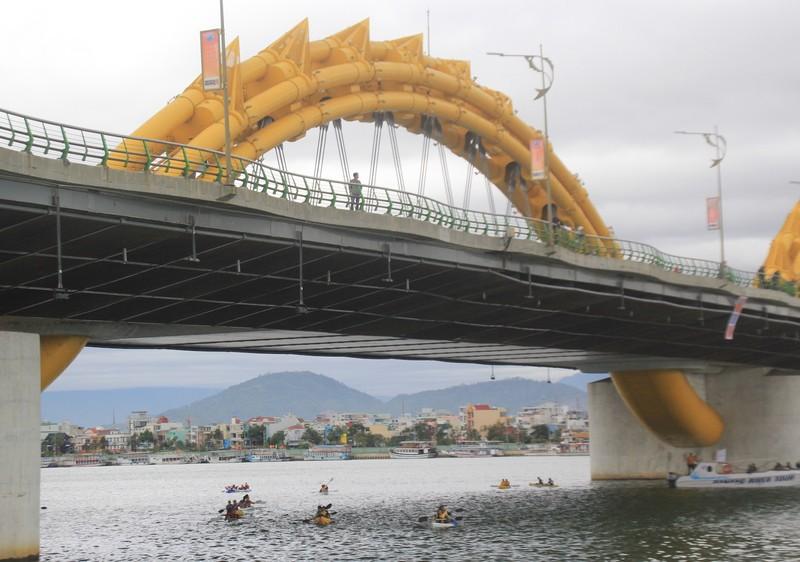Tưng bừng cuộc đua Kayak 'Hào khí trên sông Hàn' - ảnh 1
