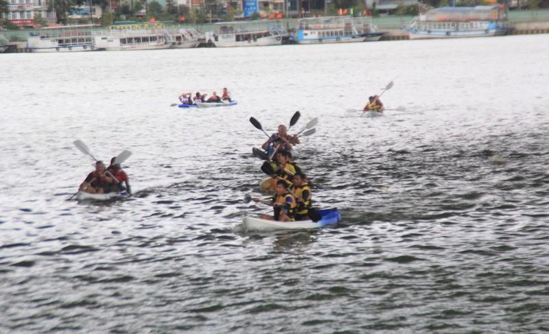 Tưng bừng cuộc đua Kayak 'Hào khí trên sông Hàn' - ảnh 2
