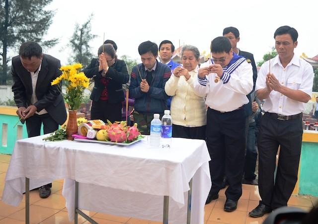 Xúc động lễ tưởng niệm 64 liệt sĩ trận hải chiến Trường Sa - ảnh 1