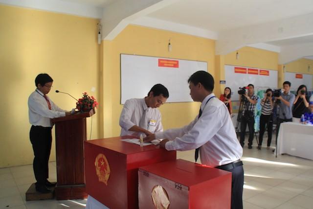 Bí thư Thành ủy Đà Nẵng Nguyễn Xuân Anh bỏ phiếu đầu tiên - ảnh 5