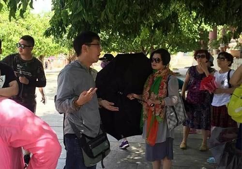 Có sự chống lưng để hướng dẫn viên Trung Quốc hoạt động tại Đà Nẵng?  - ảnh 1