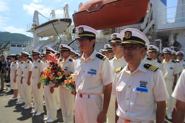 Thuỷ thủ đoàn và các thực tập sinh trên tàu KOJIMA. Ảnh: LÊ PHI