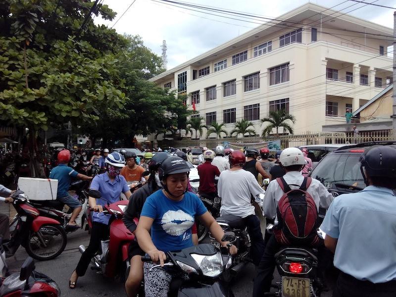 Giao thông khu vực trung tâm Đà Nẵng hỗn loạn vì rào đường - ảnh 7