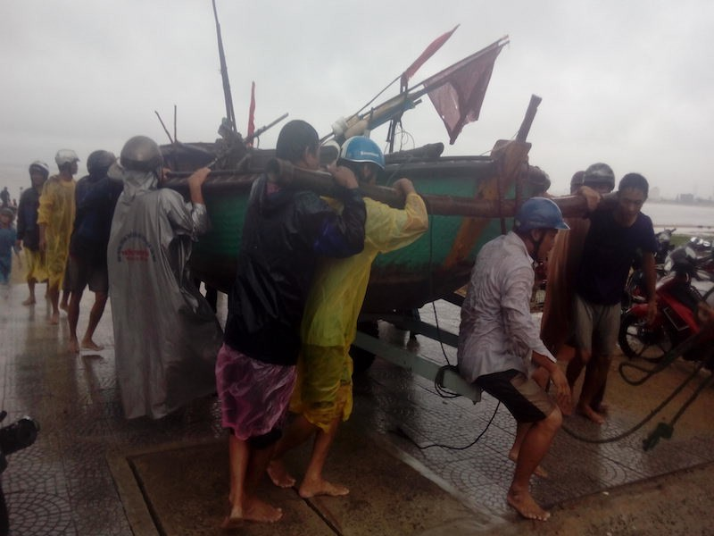 Đà Nẵng căng mình chống bão - ảnh 2