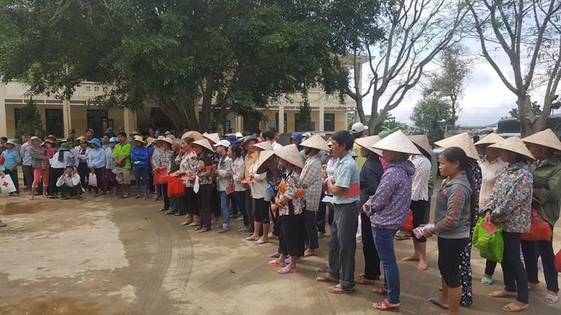JFC Danang trao hơn 6 tỉ hỗ trợ bà con vùng lũ lụt - ảnh 1