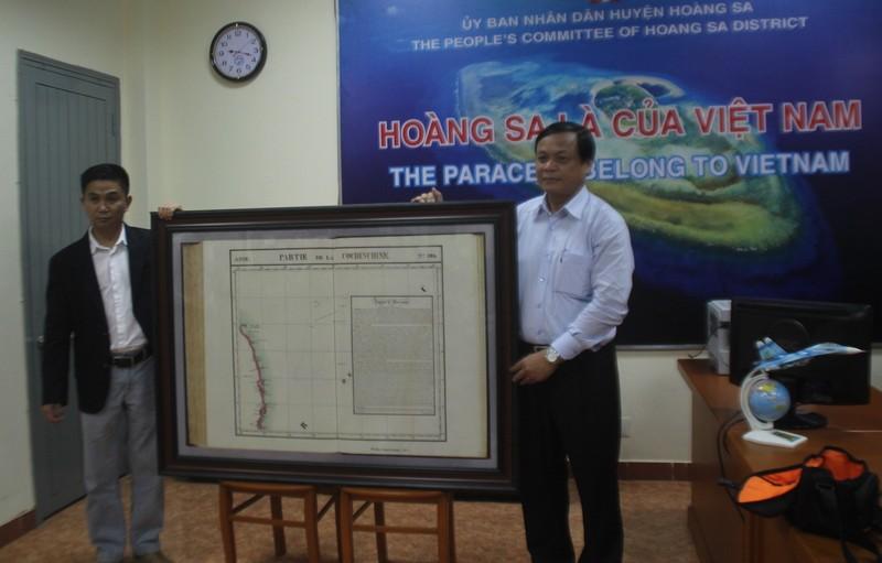 Việt kiều Mỹ tặng bản đồ quý về Hoàng Sa cho Đà Nẵng - ảnh 1