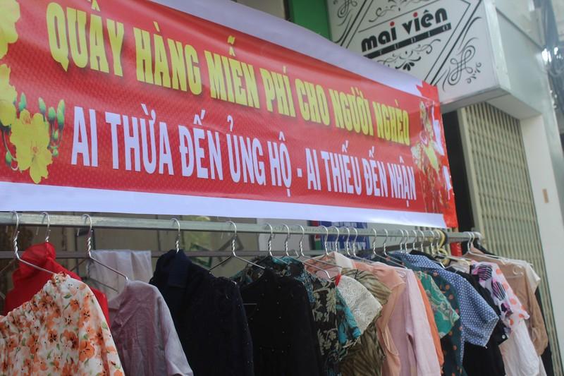 Quầy quần áo Tết miễn phí cho người nghèo - ảnh 2