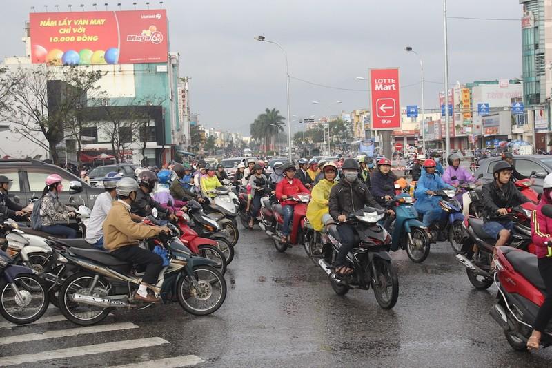 Hỗn loạn giao thông tại cửa ngõ phía Bắc Đà Nẵng - ảnh 4
