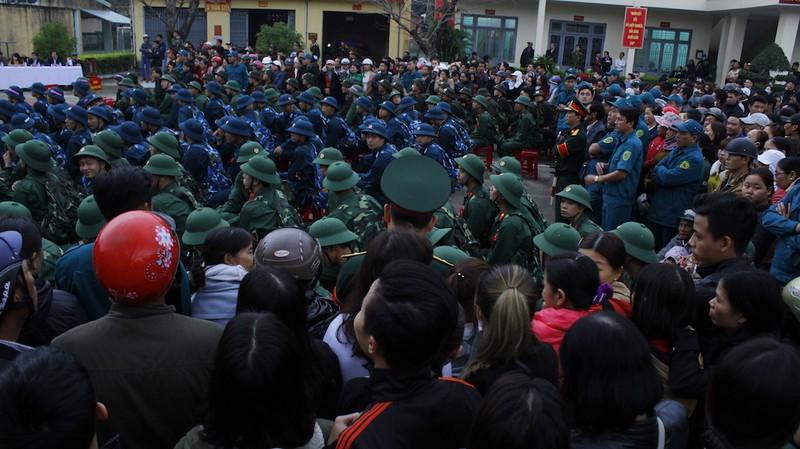 Hơn 1.000 trai xứ Quảng trình độ CĐ, ĐH nhập ngũ - ảnh 2
