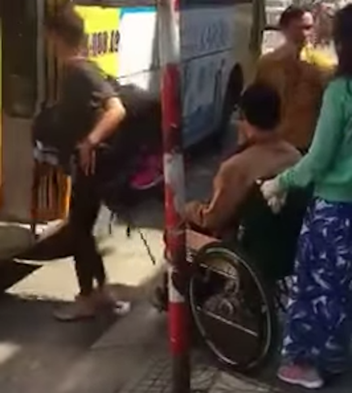 Bức xúc vì xe buýt từ chối chở người khuyết tật - ảnh 1