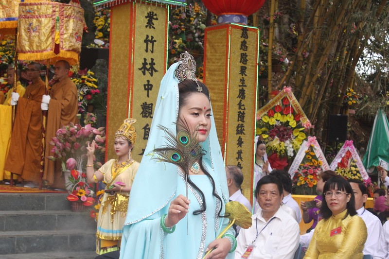 Chùm ảnh: Hàng ngàn người tham dự Lễ hội Quán Thế Âm - ảnh 8