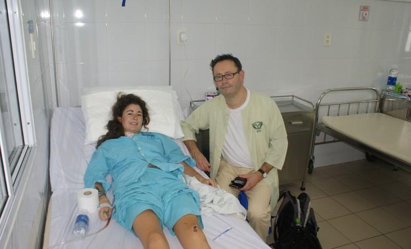 Image result for Cứu sống du khách Anh bị vỡ tim sau tai nạn giao thông