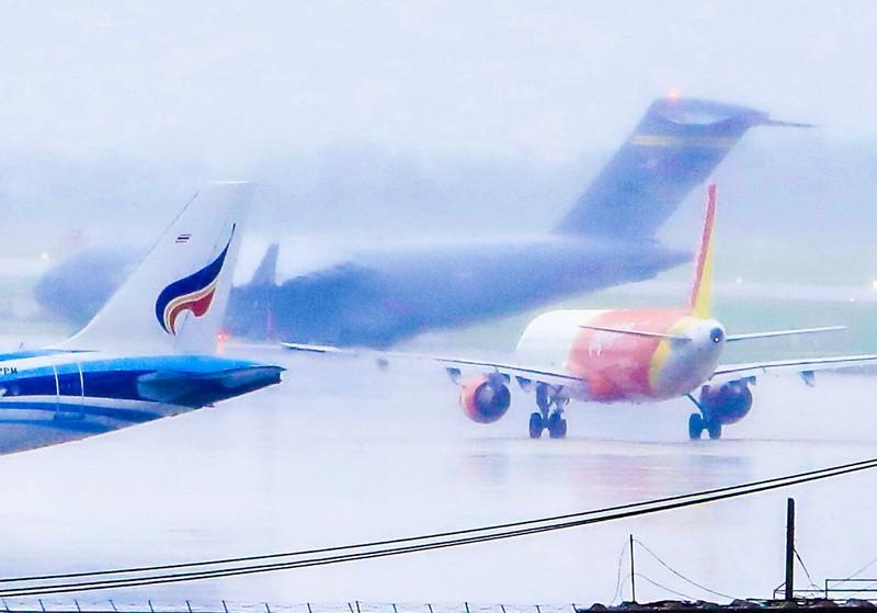 Máy bay C17 của đoàn Mỹ tới sân bay Đà Nẵng   - ảnh 5