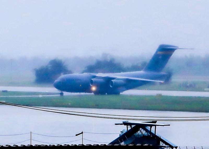 Máy bay C17 của đoàn Mỹ tới sân bay Đà Nẵng   - ảnh 3