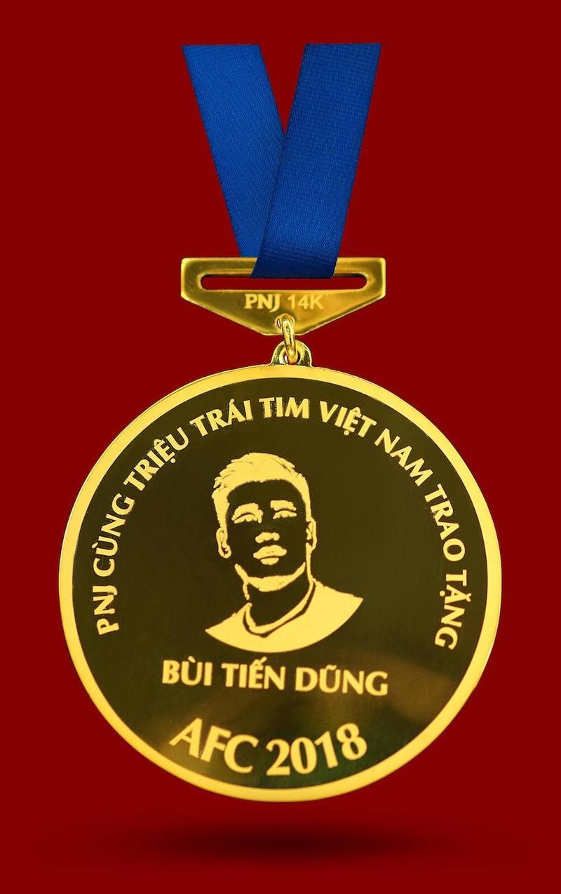 Chế tác bộ HCV khắc hình các cầu thủ U-23 Việt Nam - ảnh 6