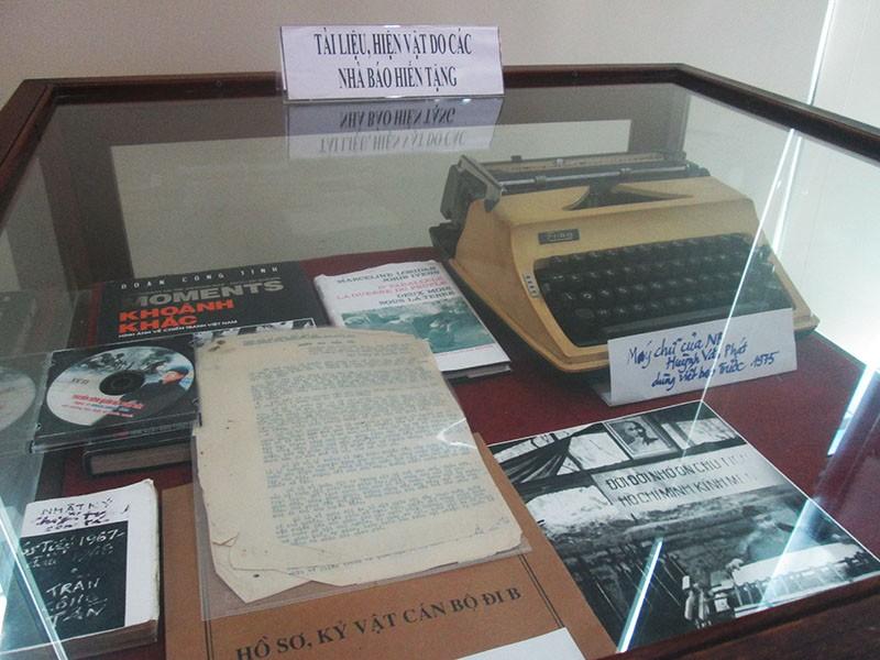 Tặng hơn 1.000 hiện vật cho Bảo tàng báo chí khu vực phía Nam - ảnh 4