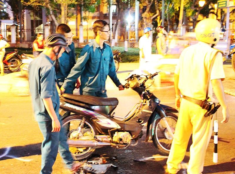 Thanh niên phóng nhanh, tông liên hoàn ba xe máy - ảnh 4
