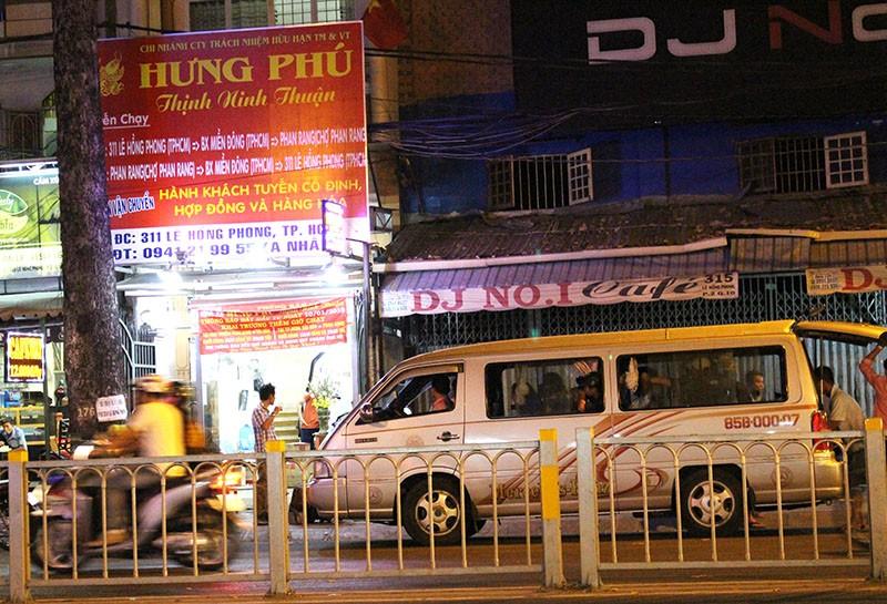Xe khách vẫn 'lộng hành' trên đường cấm - ảnh 4