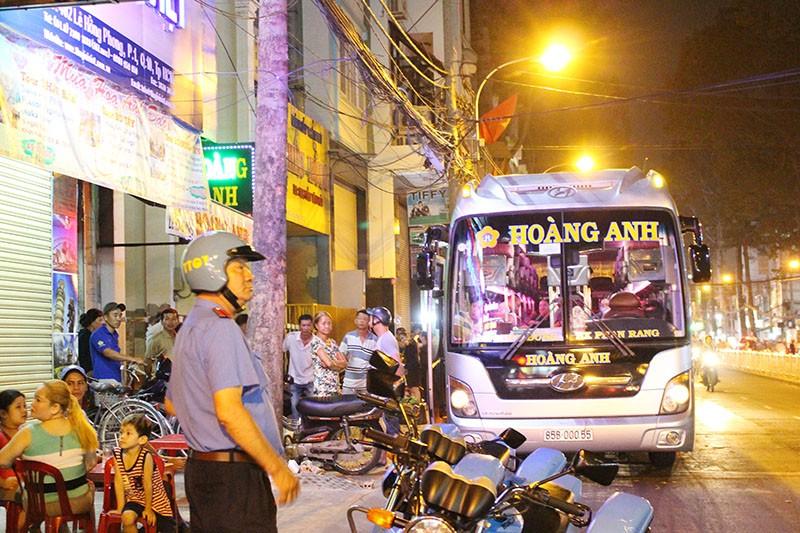Xe khách vẫn 'lộng hành' trên đường cấm - ảnh 7